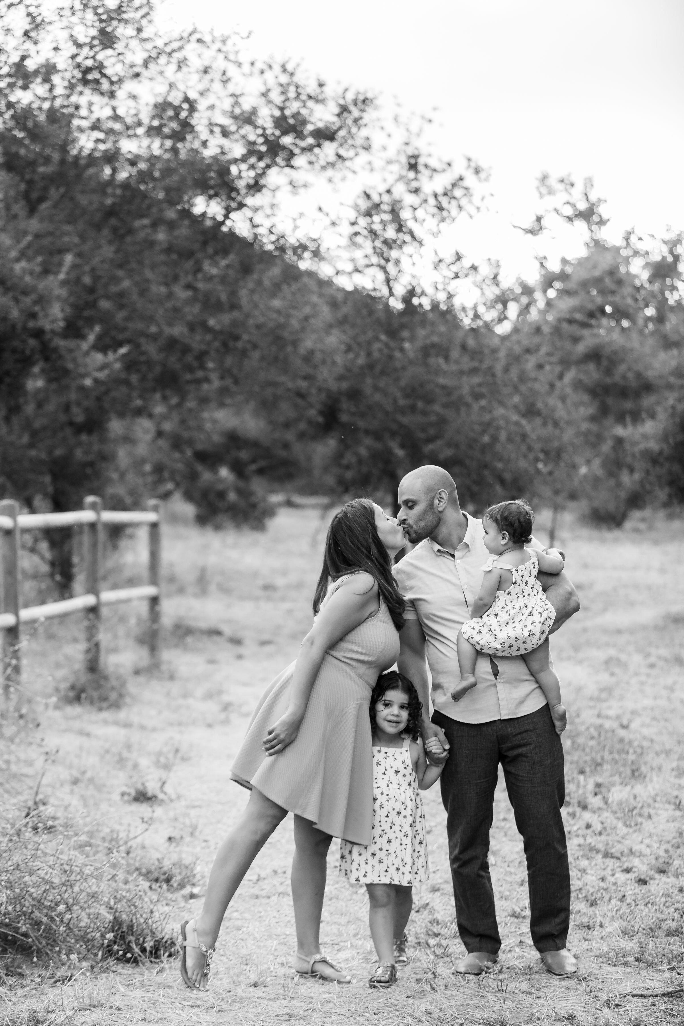 ! Family Portraits at the Irvine Regional Park 628A3910.jpg
