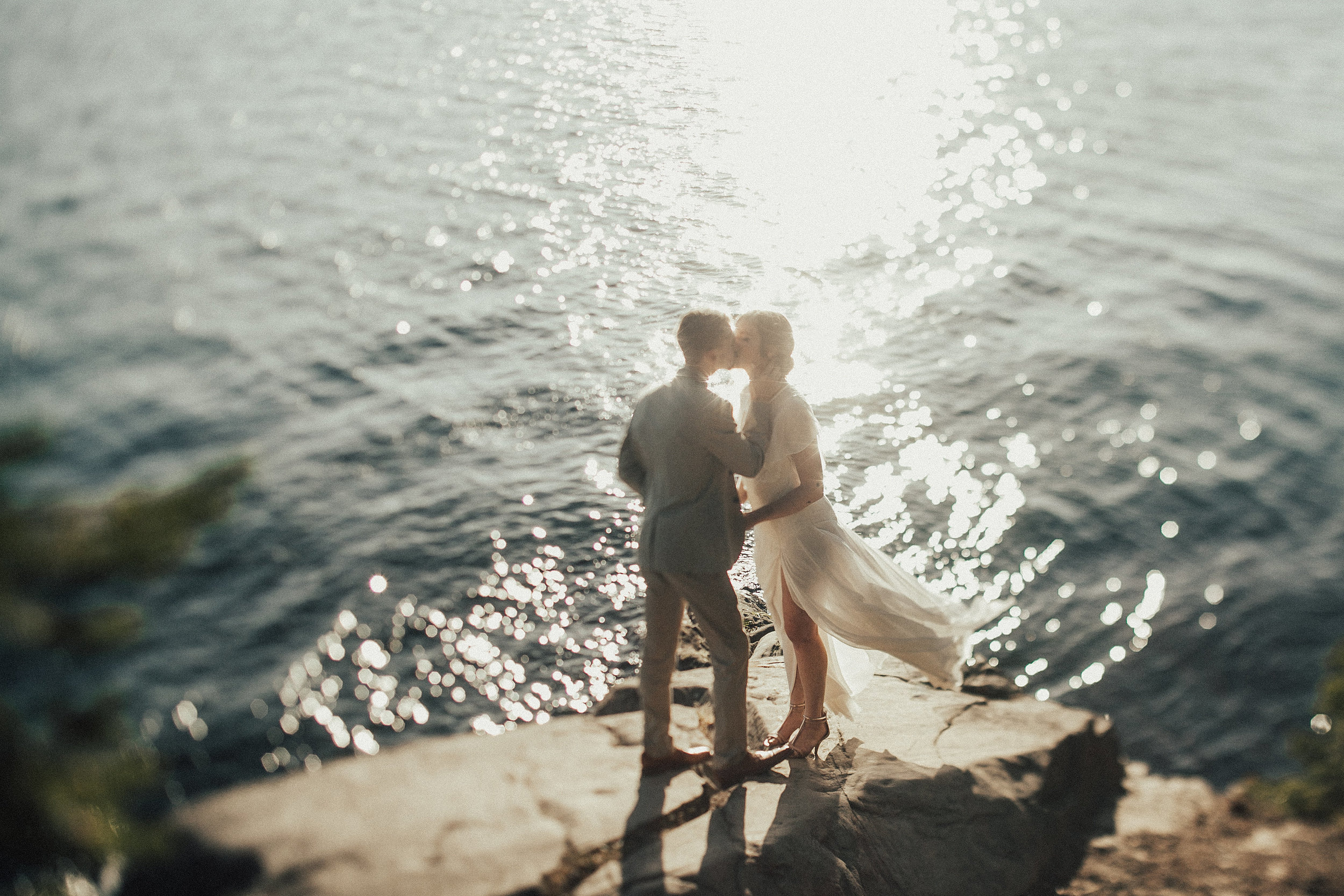 groom and bride kiss on the cliffs at Larabee State Park