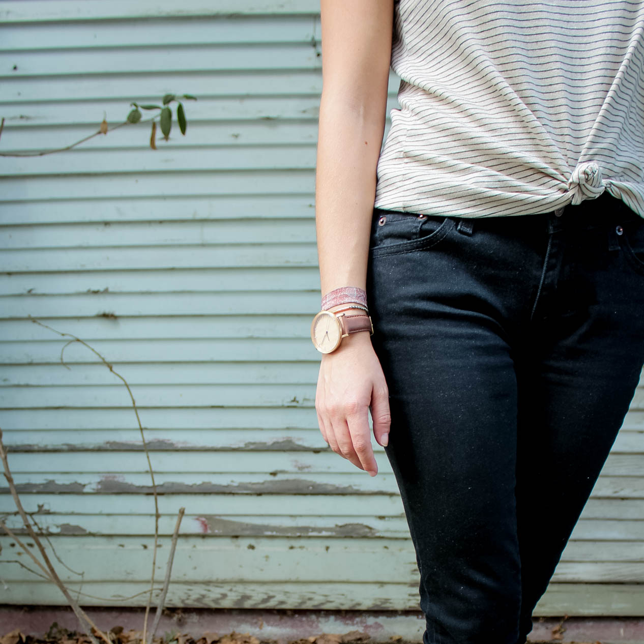 tintedgreenblog.com | causal t shirt and jeans outfit from my fall capsule wardrobe
