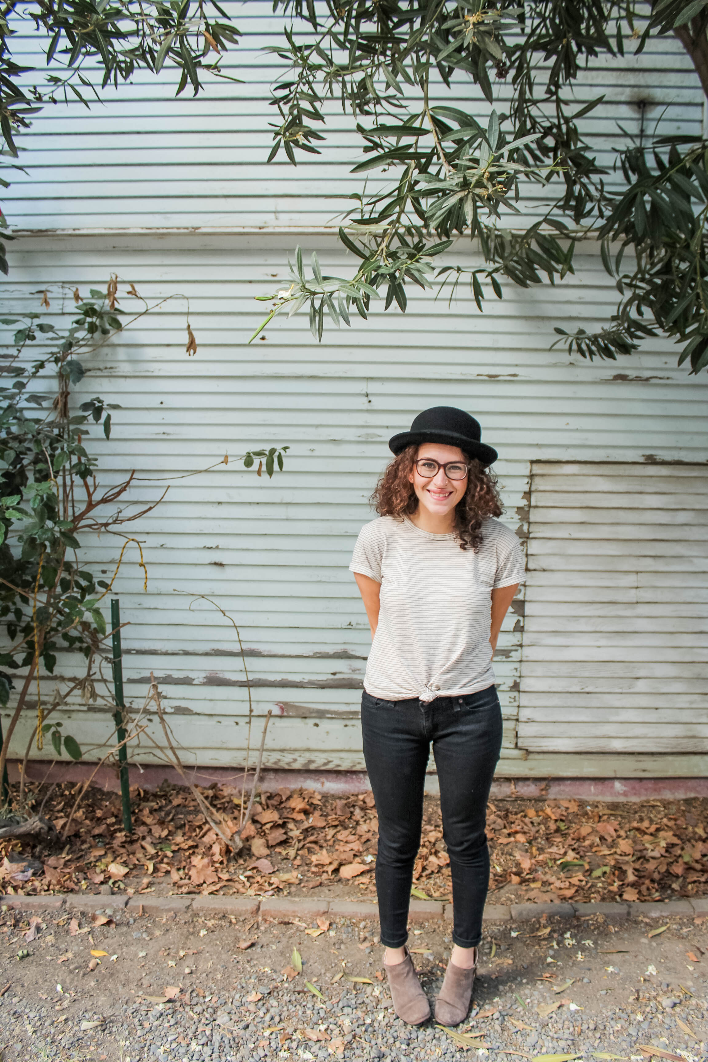 tintedgreenblog.com   causal t shirt and jeans outfit from my fall capsule wardrobe