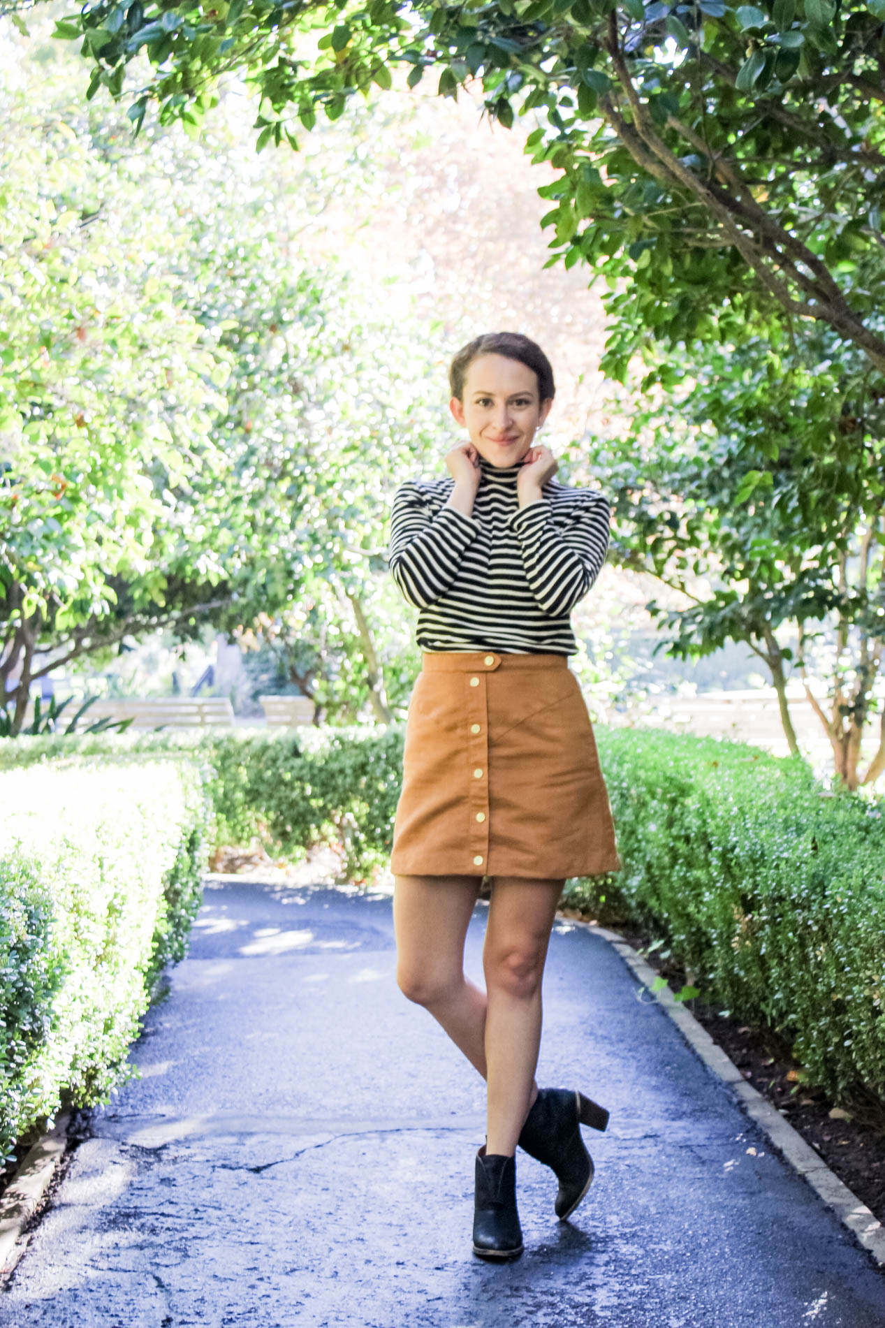 Stripe mockneck top and cognac colored button front skirt outfit | fall capsule wardrobe |tintedgreenblog.com