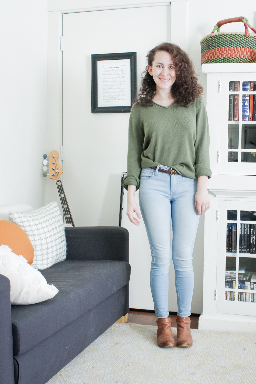 a casual outfit from my spring capsule wardrobe | green v neck sweater, levis skinny jeans with brown ankle boots | tintedgreen