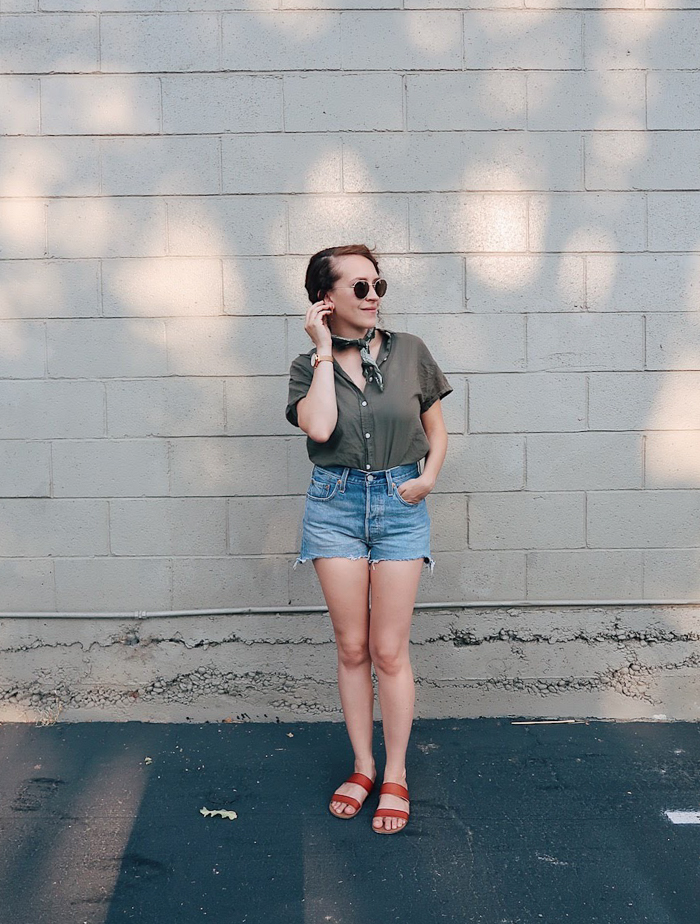 10 items 10 ways, 10 items 10 outfits, 10 items 10 days, 10 pieces 10 outfits, 10x10 challenge | wearing #universalthread olive green button front shirt and green bandana from #target, #levis high rise denim shorts, #madewell sunglasses, and fossil hybrid smartwatch | tinted-green.com