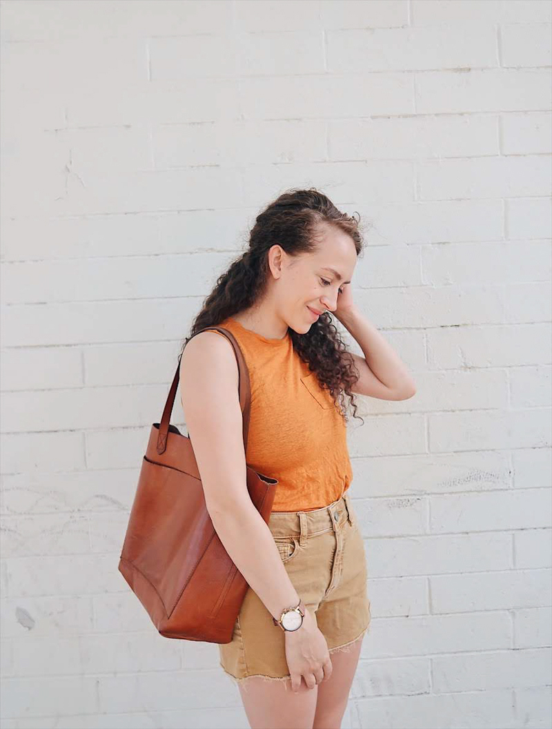 10 items 10 ways, 10 pieces 10 outfits, summer 10x10 challenge, capsule wardrobe outfit, casual outfit, yellow shorts outfit | tinted-green.com