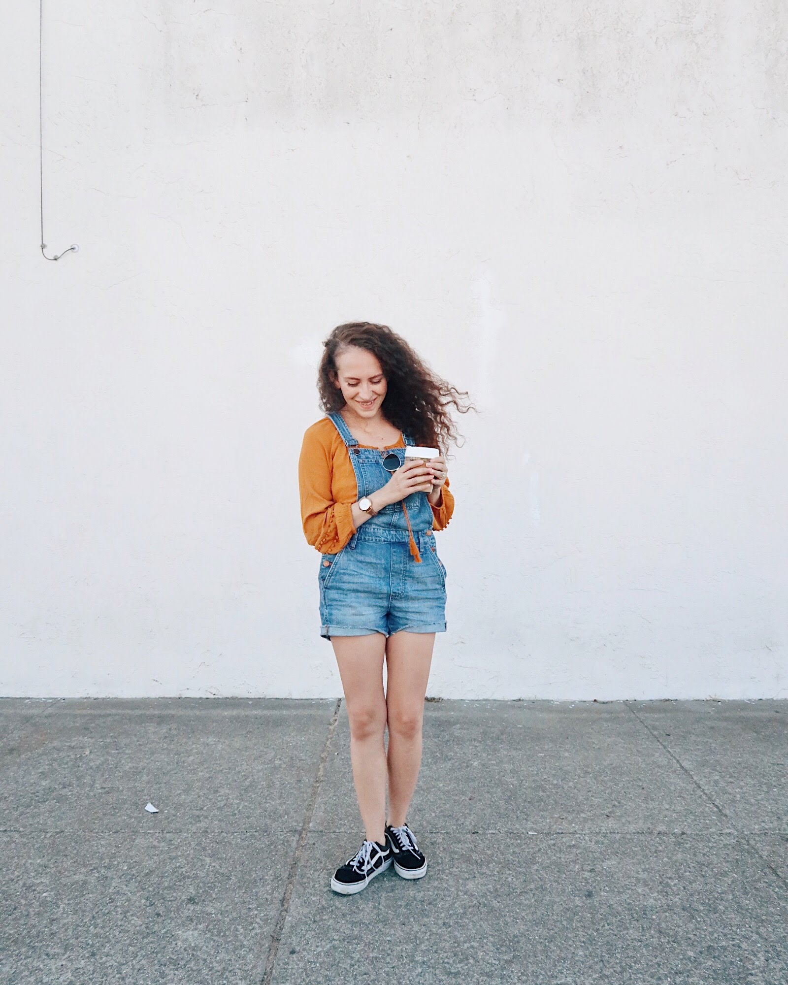 san francisco outfit / how to wear overalls — wearing madewell denim short overalls, boho rust colored top from old navy, and vans old skool sneakers / tinted-green.com