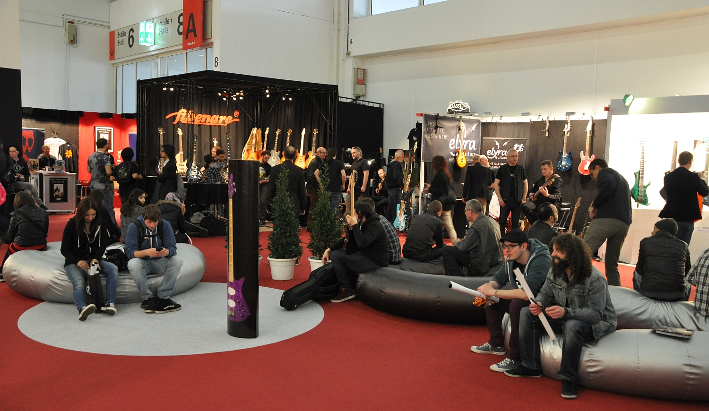 Musikmesse 2015 - Einblick in die Gitarren-Halle