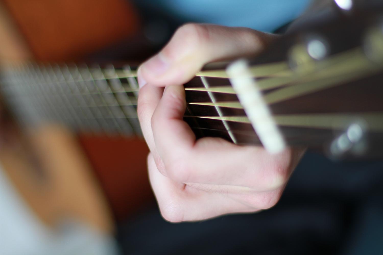 Extrem wichtig vor jedem Gitarrenkauf: gründliche Vorbereitung und fokussiertes Anspielen. Ebenfalls von großem Vorteil: eine weitere, unabhängige Meinung.