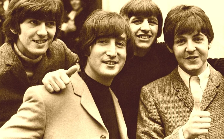 Die Beatles sind dafür bekannt,  Epiphone  und  Höfner -Gitarren gespielt zu haben. Diese waren damals zwar gute Instrumente, aber deutlich günstiger als z.B. Gibson-Gitarren.