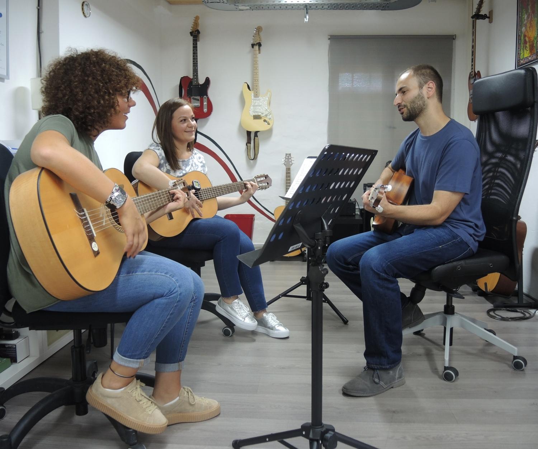 Gitarrenunterricht-Miriam-Esther.jpg