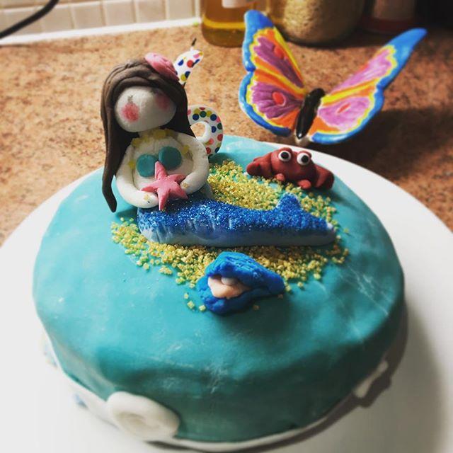 Having fun making a #birthdaycake #sugarpaste #mermaid #cake #sugarart #edibleart #krsfoodclub #nordicfoodclub #readinguk