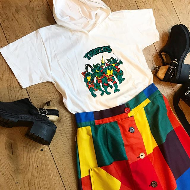 Outfit available 💔 . . . .  #vintage #vintageshop #vintageparis #vintageshopping #friperie #friperieparis #friperieenligne #headlessparis #pigalle #sopi #shoppinginparis #parisienne #paris #ootd #ootdfashion #outfit #outfitinspiration #vintageoutfit
