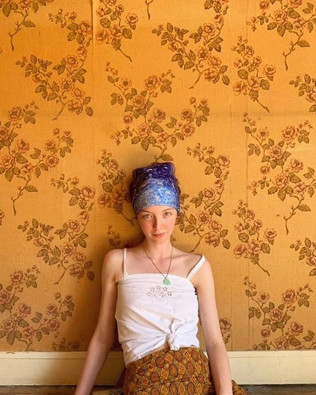 Beauty @alexiacassiopee with her Hermès scarf from the shop 🔥 . . . .  #vintage #vintageshop #vintageparis #vintageshopping #friperie #friperieparis #friperieenligne #headlessparis #pigalle #sopi #shoppinginparis #parisienne #paris #beauty #hermes #hermesscarf