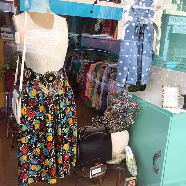 Window of the week ✨ . . . .  #vintage #vintageshop #vintageparis #vintageshopping #friperie #friperieparis #friperieenligne #headlessparis #pigalle #sopi #shoppinginparis #parisienne #paris