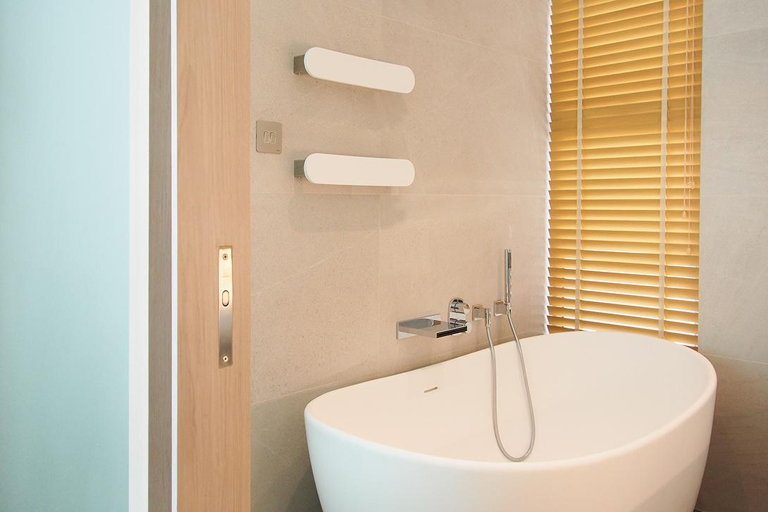 Ho Man Tin apt - master bath 01.jpg