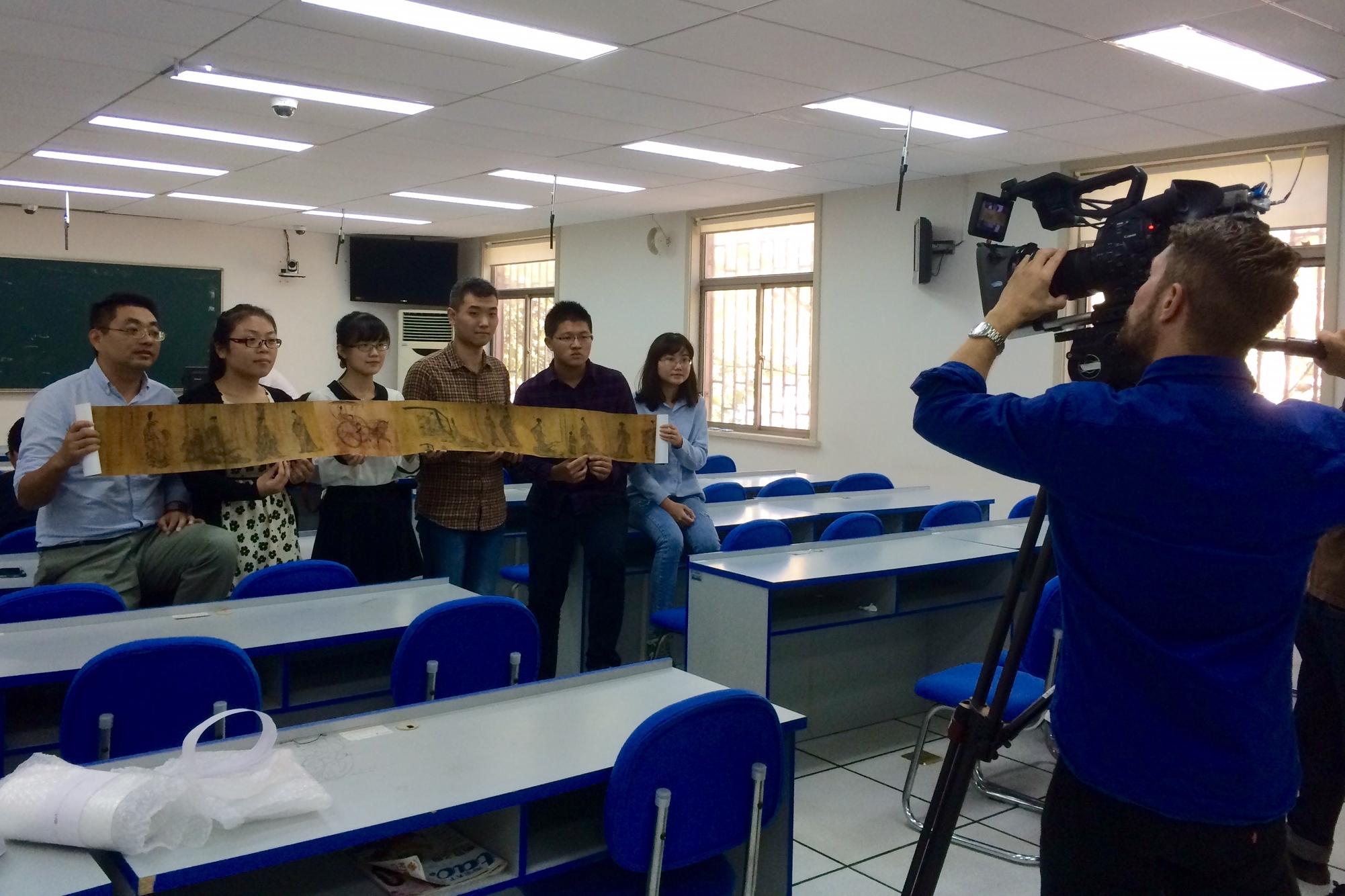 Professor Yi Shaoyin's students holding the Lienu Zhuan Scroll