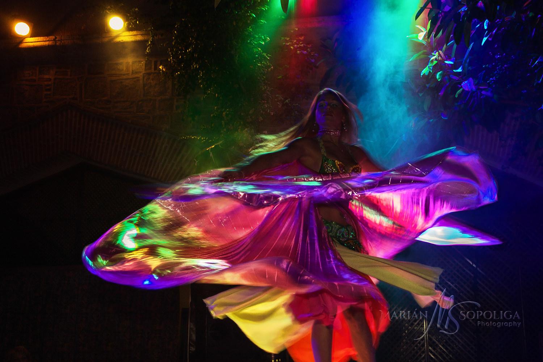 21brisni-tanecnice-kostym-praha.jpg