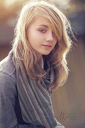 Dětský romantický portrét teenagera na Petříně v Praze.
