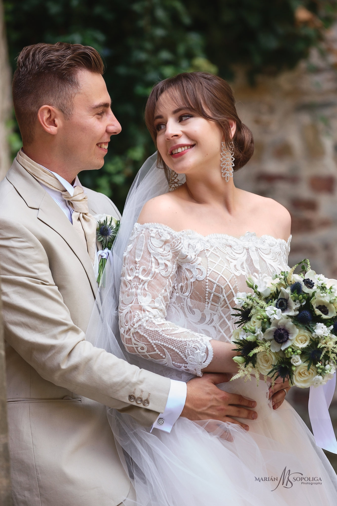 foceni-svateb-na-hrade-bouzov-svatebni-portret-novomanzelu-na-na
