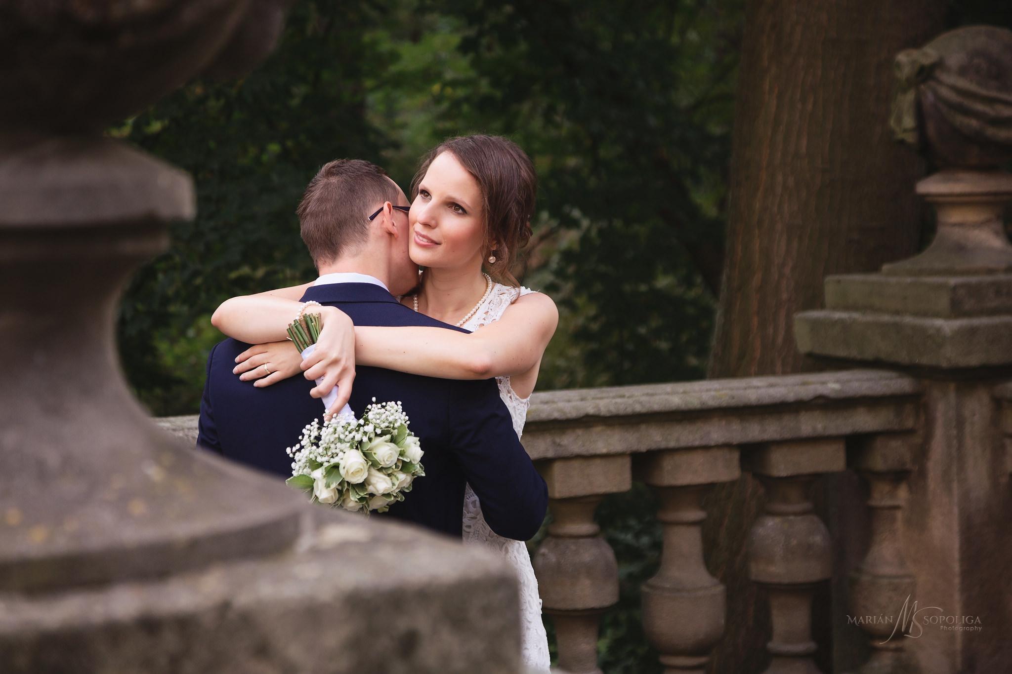 svatebni-fotograf-kromeriz-podzamecka-zahrada-novomanzele-v-obje