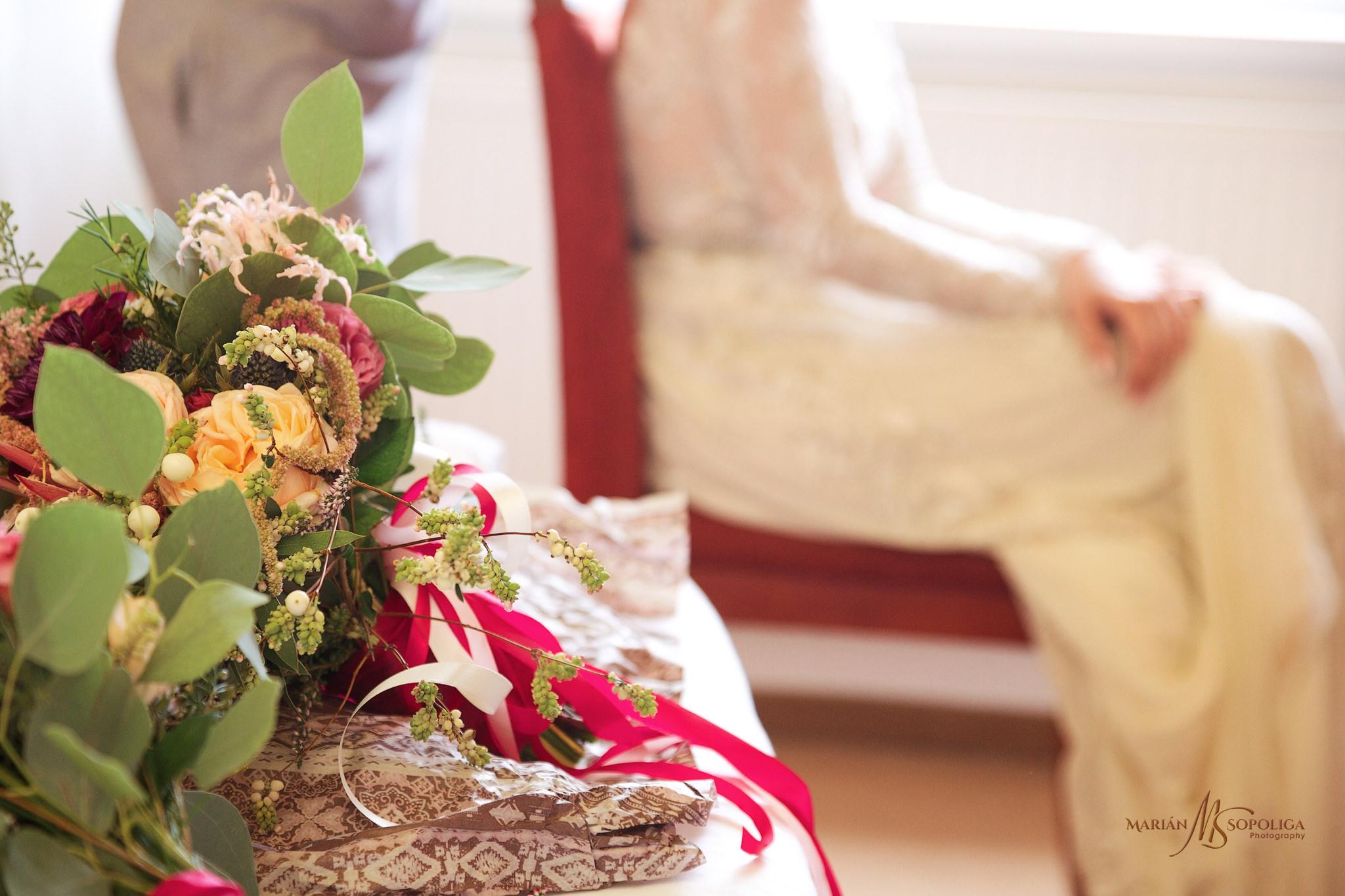 svatebni-fotografie-z-rannich-priprav-nevesty-ze-svatby-v-hotelu