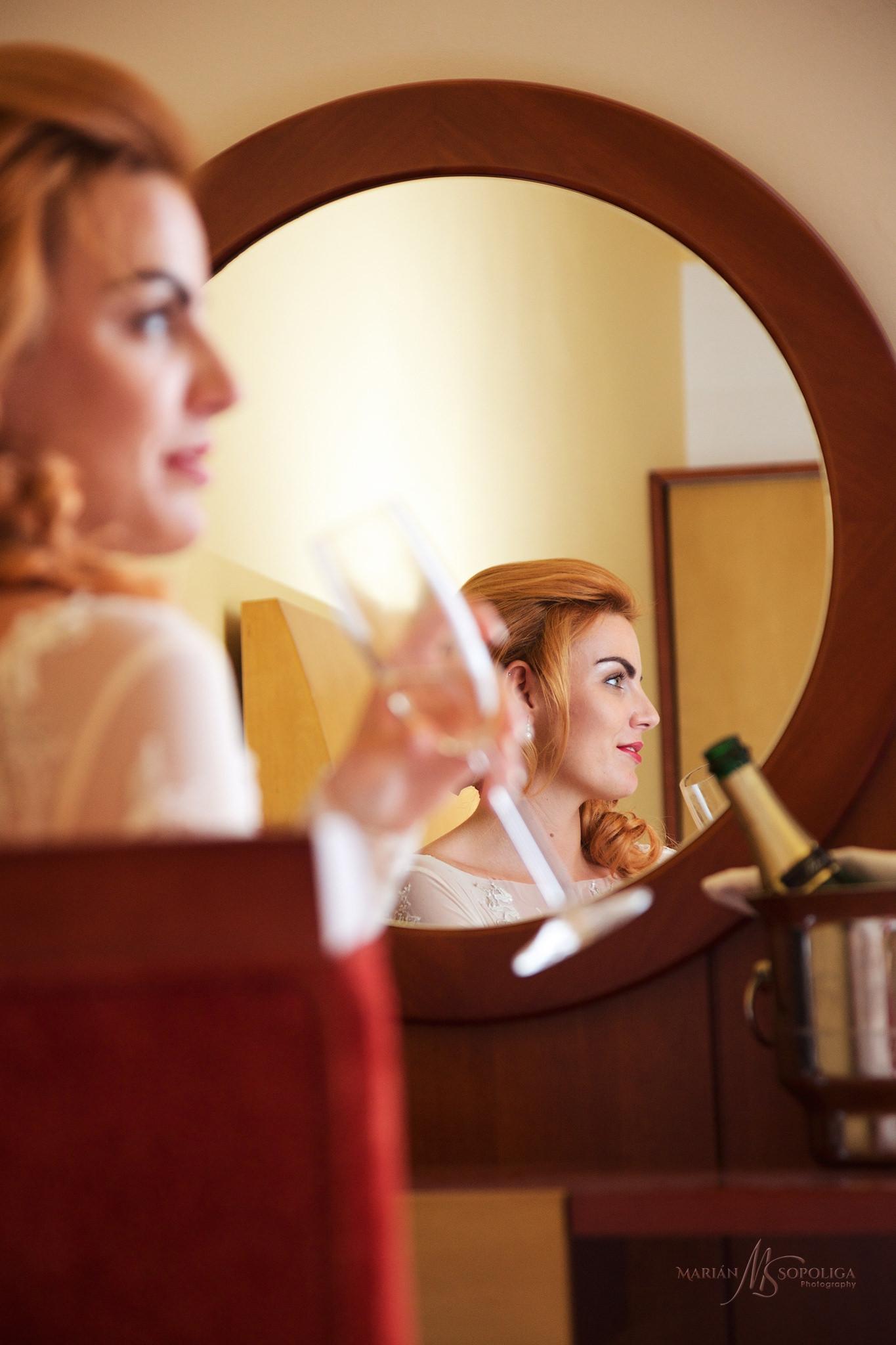 svatebni-fotka-z-rannich-priprav-nevesty-ze-svatby-v-hotelu-atla
