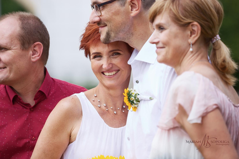 svatebni-momentka-ze-svatby-v-zamecke-zahrade-v-mikulove.jpg