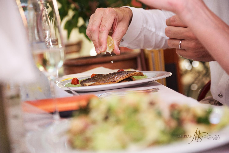 reportrazni-svatebni-foto-ze-slavnostniho-obedu-v-hotelu-templ-v