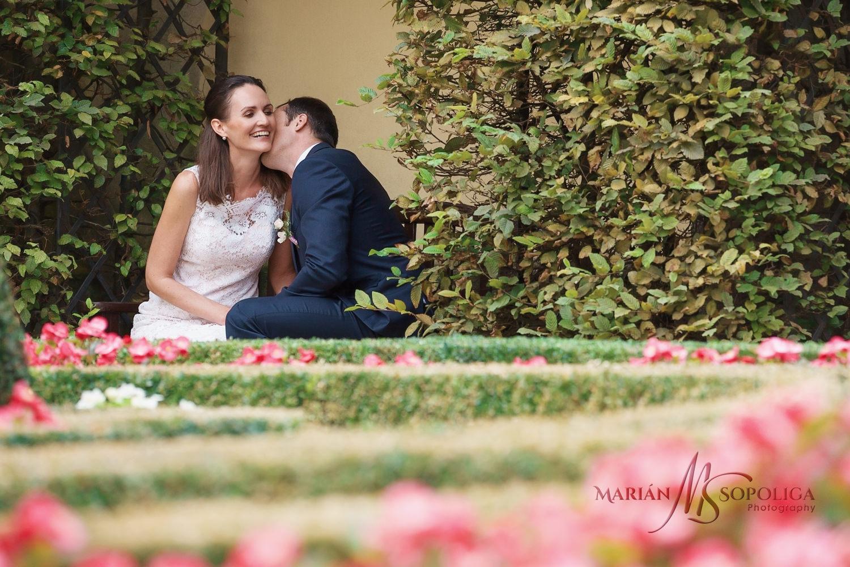05profesionalni-svatebni-fotografie-z-vrtbovske-zahrady-v-praze.