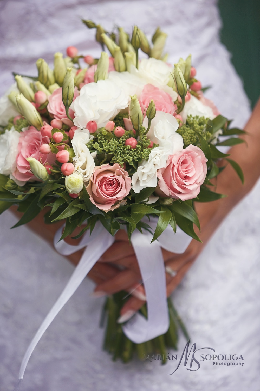 07detail-svatebni-kytice-ze-svatby-na-rejvizu-v-jesenikach.jpg