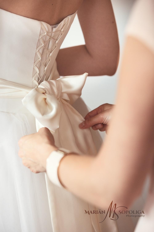 svatebni-fotograf-praha-ranni-pripravy-nevesty.jpg