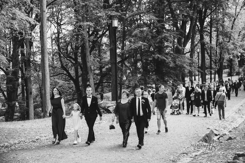 06reportazni-svatebni-fotografie-hrad-bouzov-pred-svatebnim-obra