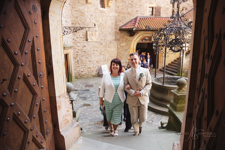 13reportazni-svatebni-fotografie-hrad-bouzov-pred-svatebnim-obra
