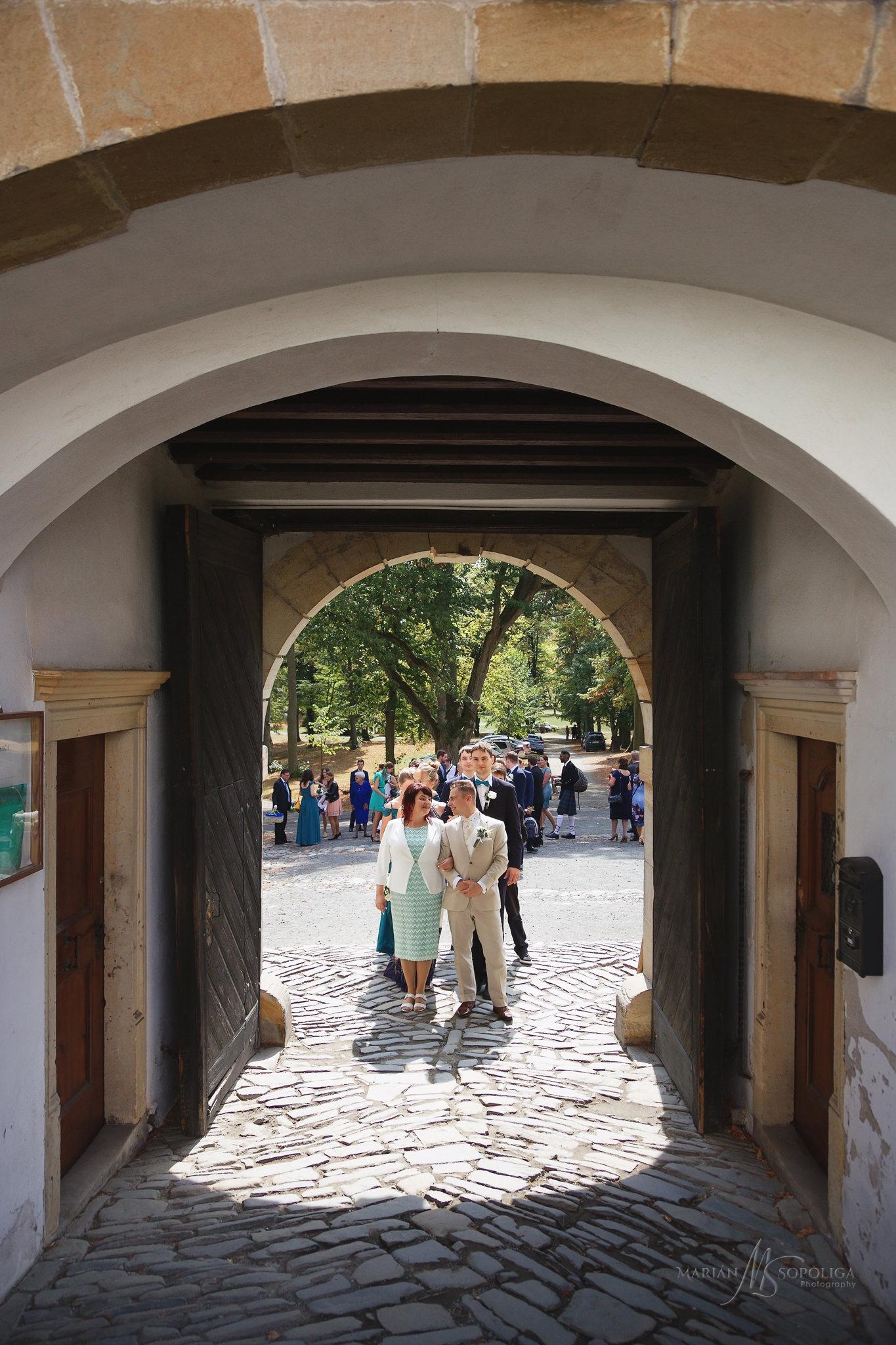 11reportazni-svatebni-fotografie-hrad-bouzov-pred-svatebnim-obra