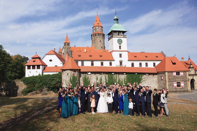 30profesionalni-svatebni-fotograf-hrad-bouzov-skupinove-fotograf