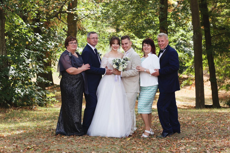 32profesionalni-svatebni-fotograf-hrad-bouzov-skupinove-fotograf