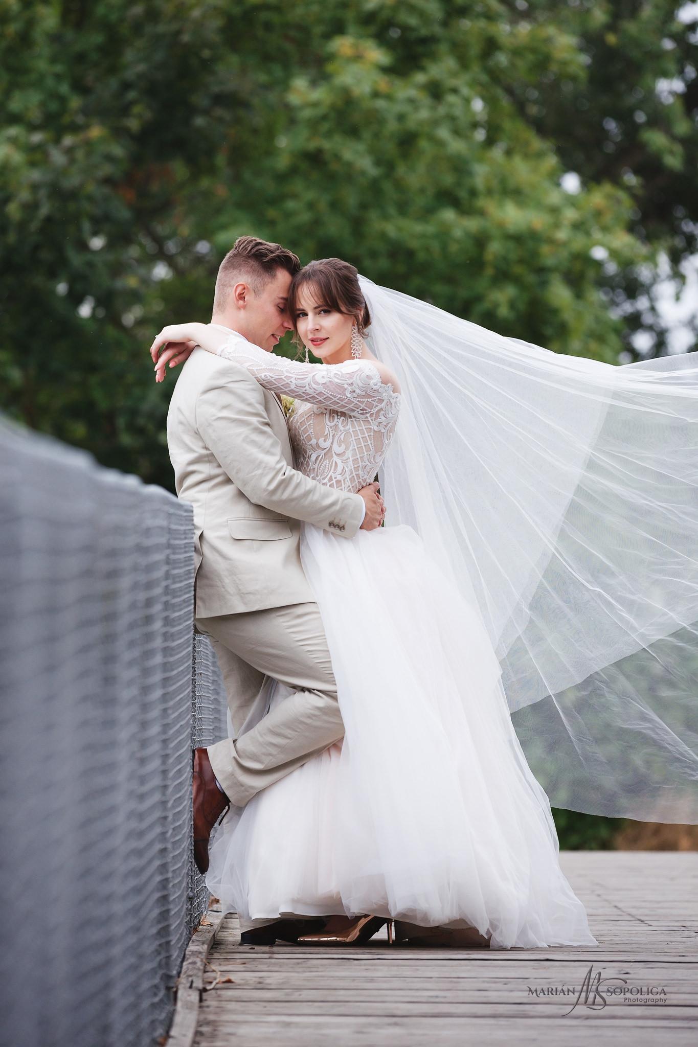 38profesionalni-svatebni-fotograf-olomouc-foceni-novomazelu-na-m