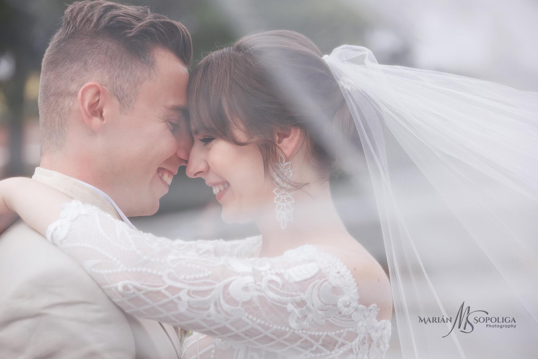 39profesionalni-svatebni-fotograf-olomouc-foceni-novomazelu-na-m