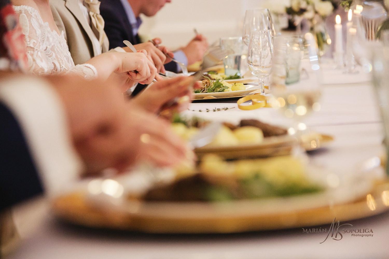 56reportazni-svatebni-fotografie-ze-svatby-v-dome-u-parku-v-olom