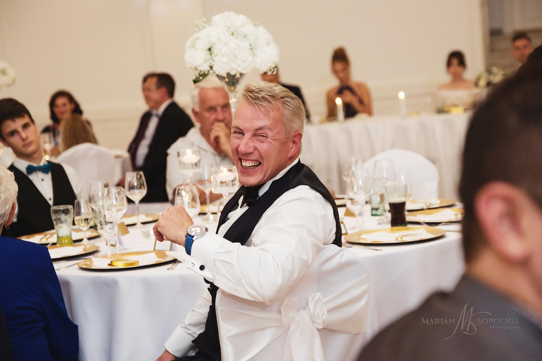 57reportazni-svatebni-fotografie-ze-svatby-v-dome-u-parku-v-olom
