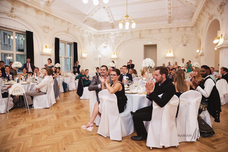 61reportazni-svatebni-fotografie-ze-svatby-v-dome-u-parku-v-olom