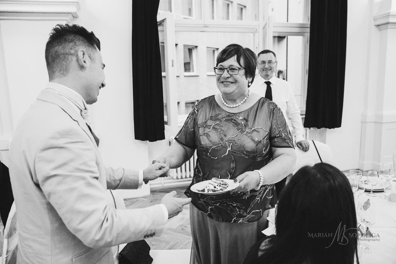 62reportazni-svatebni-fotografie-ze-svatby-v-dome-u-parku-v-olom