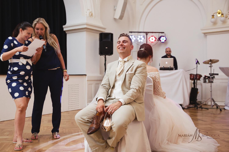 76reportazni-fotografie-z-mezinarodni-svatby-v-dome-u-parku-v-ol