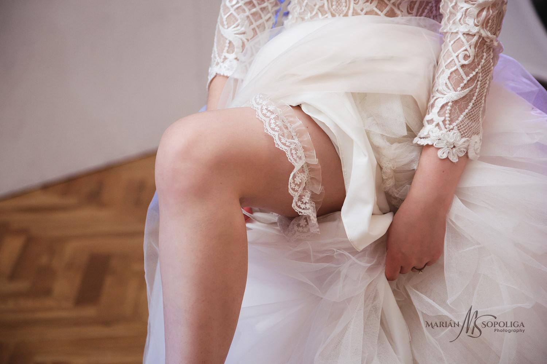 79reportazni-fotografie-z-mezinarodni-svatby-v-dome-u-parku-v-ol
