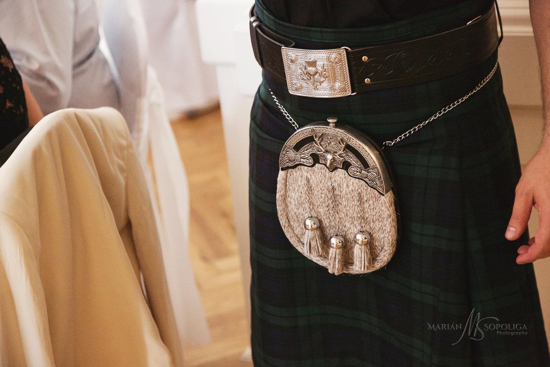 81reportazni-fotografie-z-mezinarodni-svatby-v-dome-u-parku-v-ol