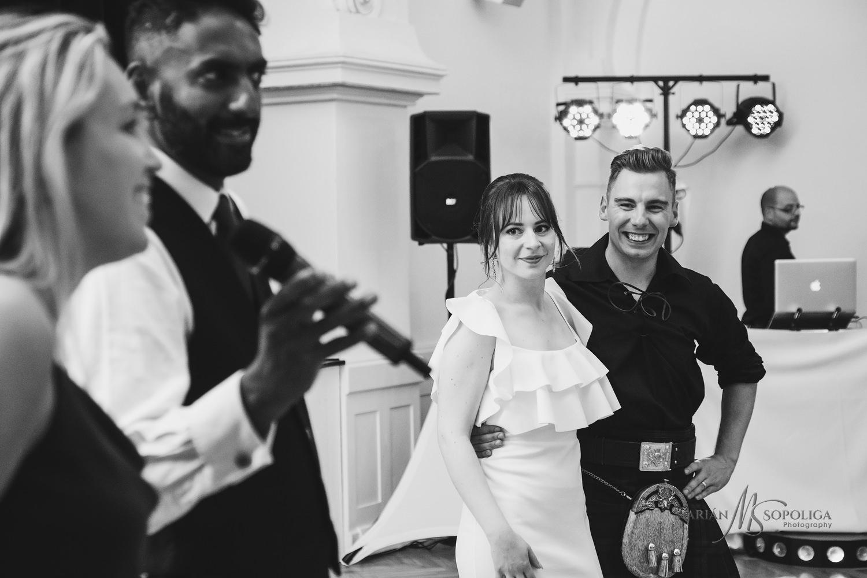 83reportazni-fotografie-z-mezinarodni-svatby-v-dome-u-parku-v-ol
