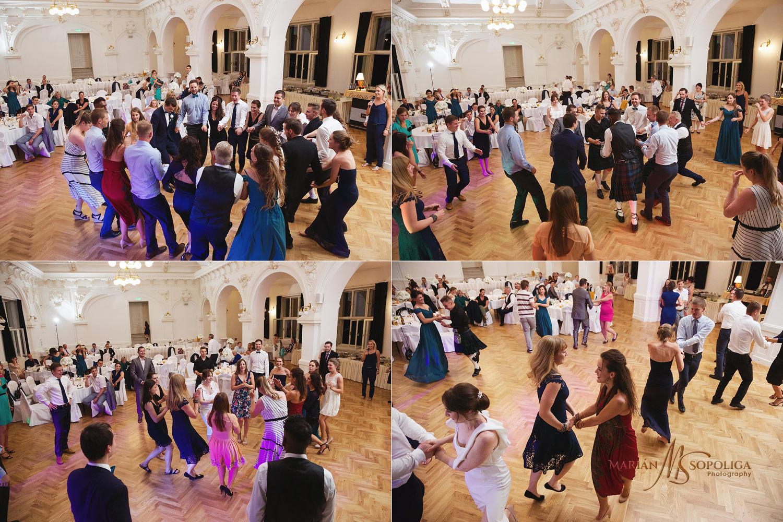 85reportazni-fotografie-z-mezinarodni-svatby-v-dome-u-parku-v-ol