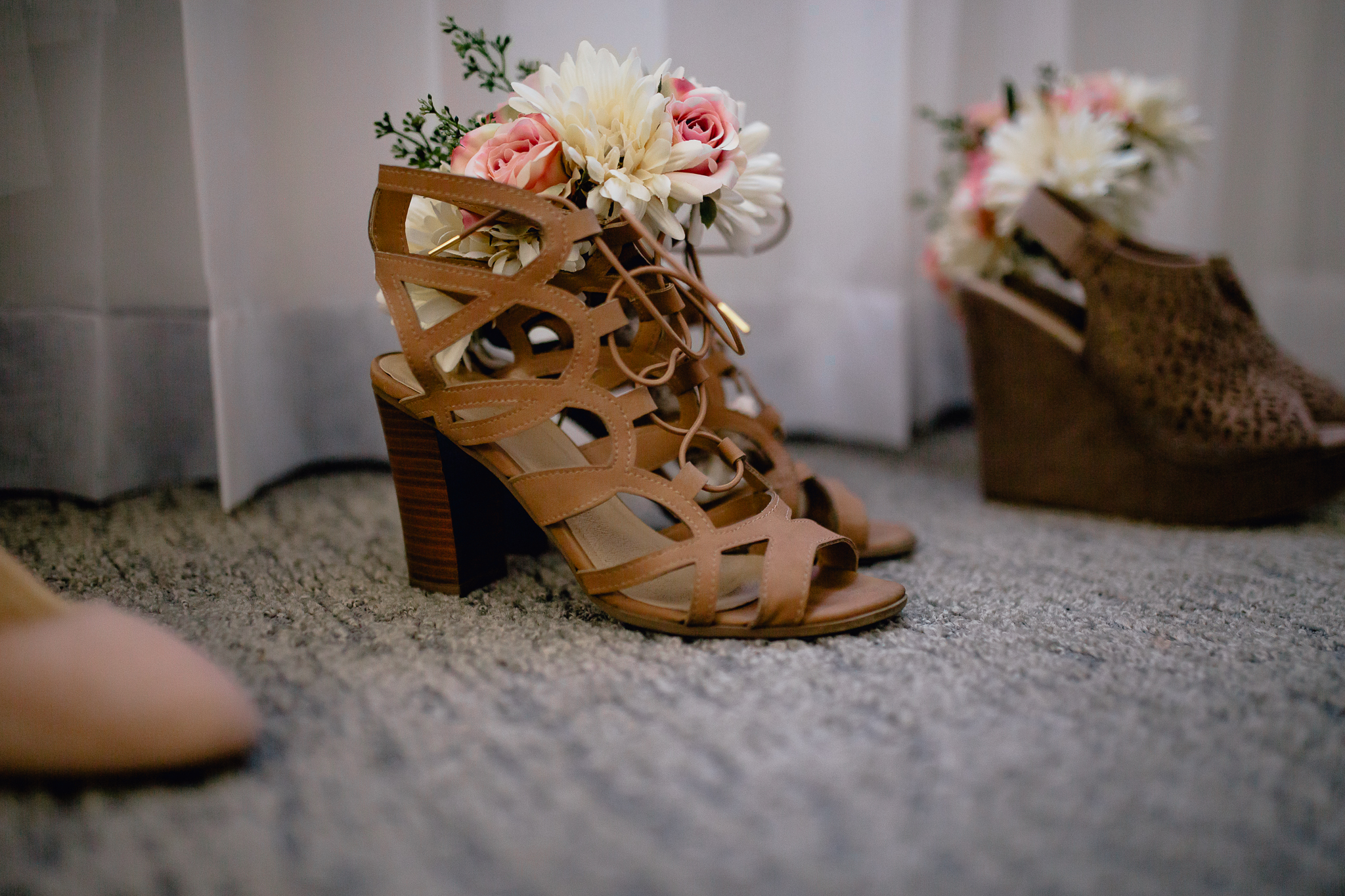 bridesmaids-shoes-with-flowers.jpg