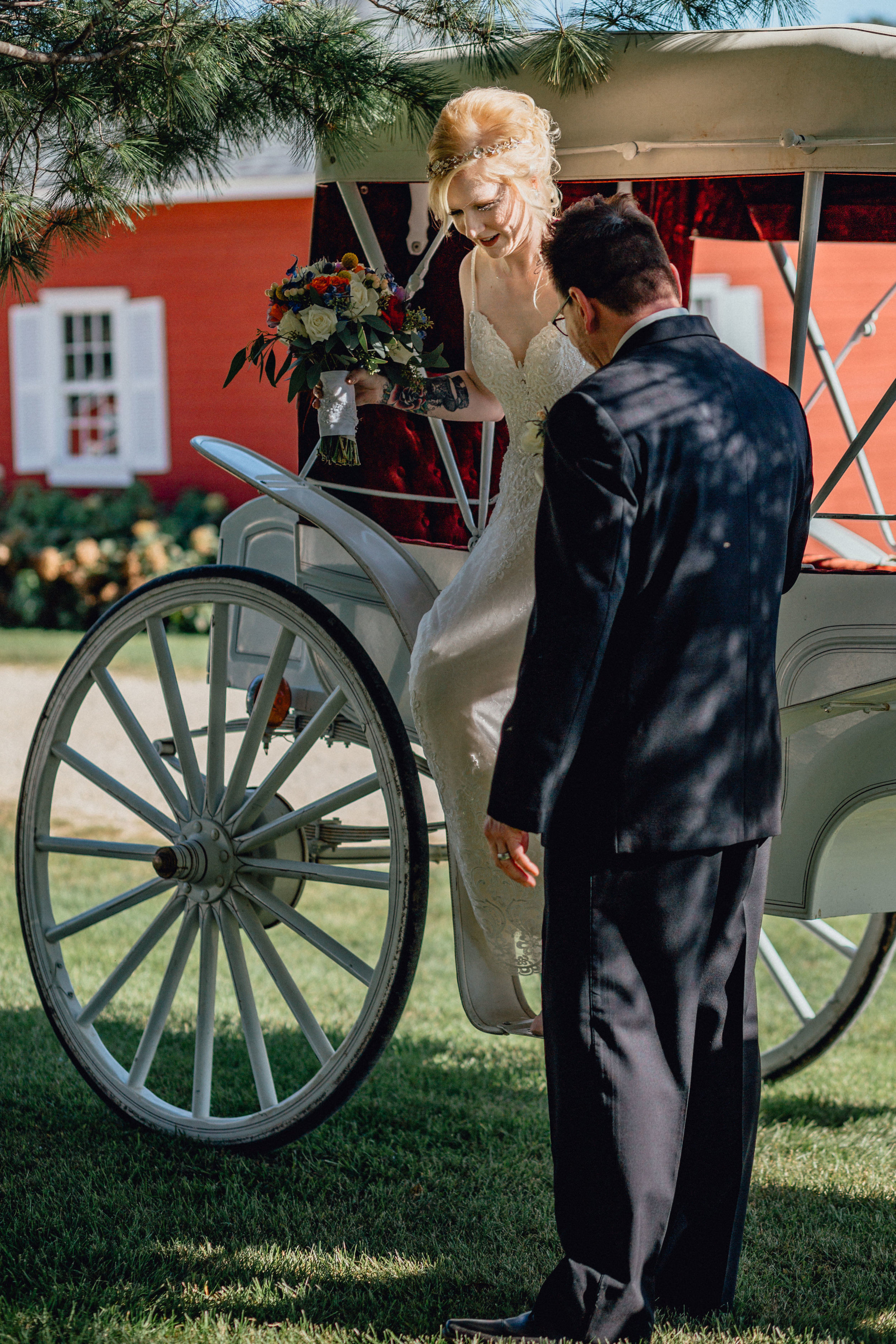 Bride arriving to ceremony in horse drawn carriage at oak hill weddings