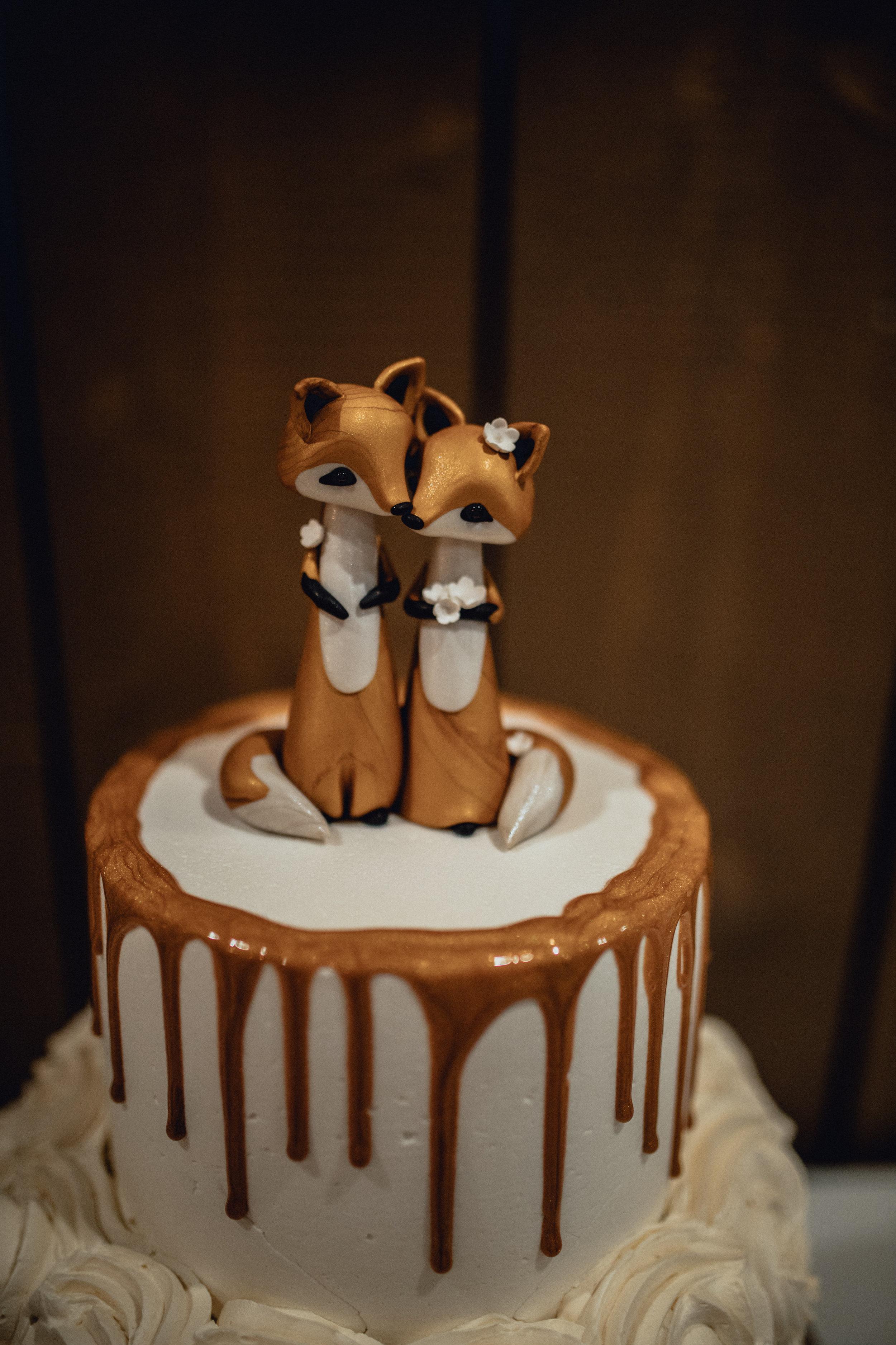 adorable-fox-cake-wedding-topper.jpg