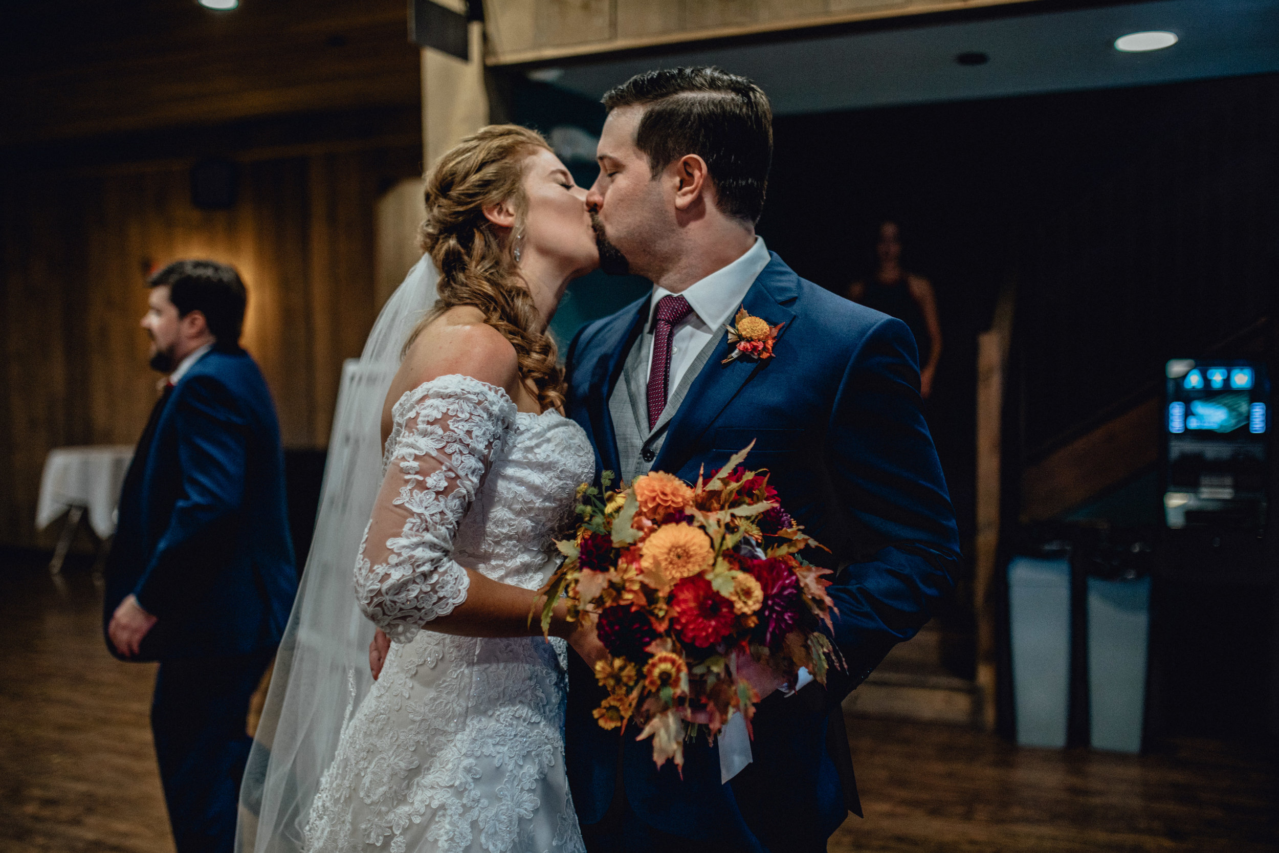 bride-and-groom-kiss-at-rustic-manor-1848.jpg